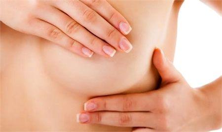 động tác massage ngực giúp sữa mẹ dồi dào