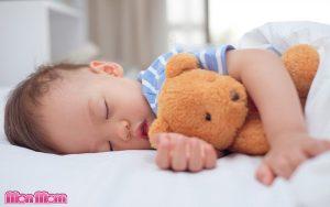 Đổ mồ hôi trộm ở trẻ- điều trị thế nào?
