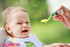 Vì sao trẻ nôn trớ bị nôn trớ khi ăn và sau khi ăn?